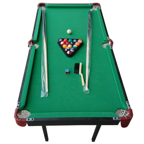 Настольные игры являются отличным развлечением дома или на даче.