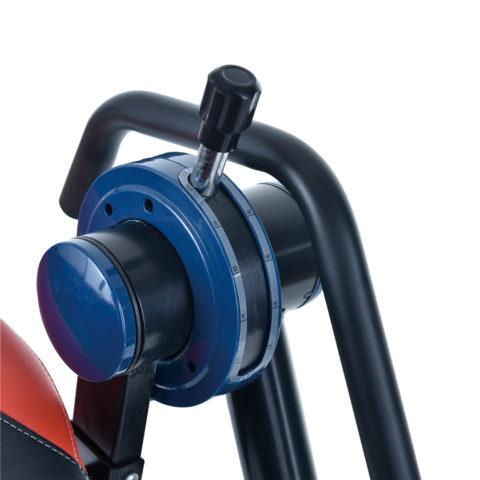 Стол позволяет выставить угол отклонения с помощью ручки справа: 0 - 25 - 50 - 75 - 90.