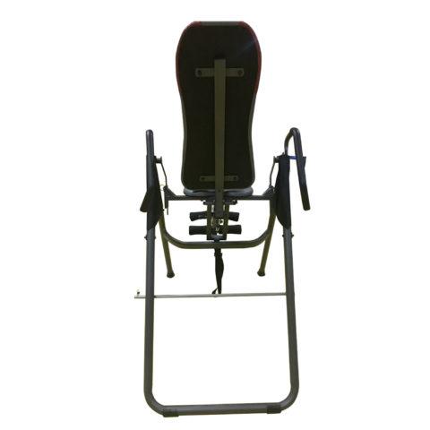 перевернуть стол до нужного вам угла и далее выбрать лишнюю длину ремня с помощью пряжки. Дополнительным фиксатором на данной модели является страховочный штырь с зажимом. Если вы планируете висеть вниз головой под углом 90 градусов к полу