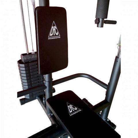 Ролики на подшипниках обеспечивают плавное движение. Стальной трос в защитной оплетке гарантирует безопасность при выполнении упражнений.
