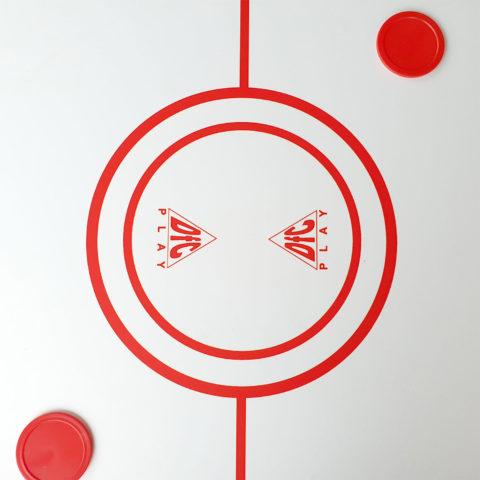 Для выбора нужной игры необходимо установить новую игровую поверхность на основу стола (бильярд).