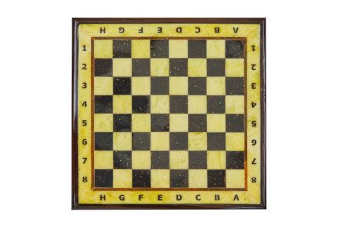 Шахматная доска средняя с рамкой 37*37 yantar16