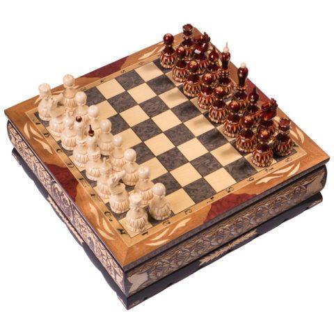 Шахматы резные ручной работы в ларце большие slchesslarb